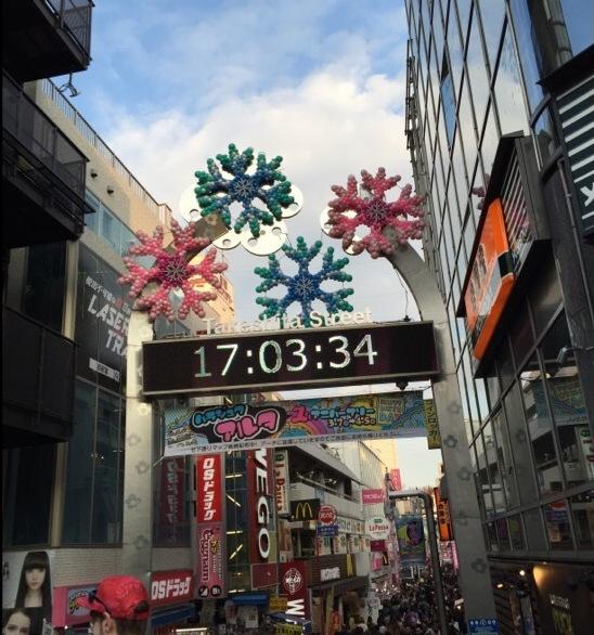 【原宿竹下通り】 三連休最終日に訪れ、大混雑。カルビープラス原宿竹下通り店で休憩した