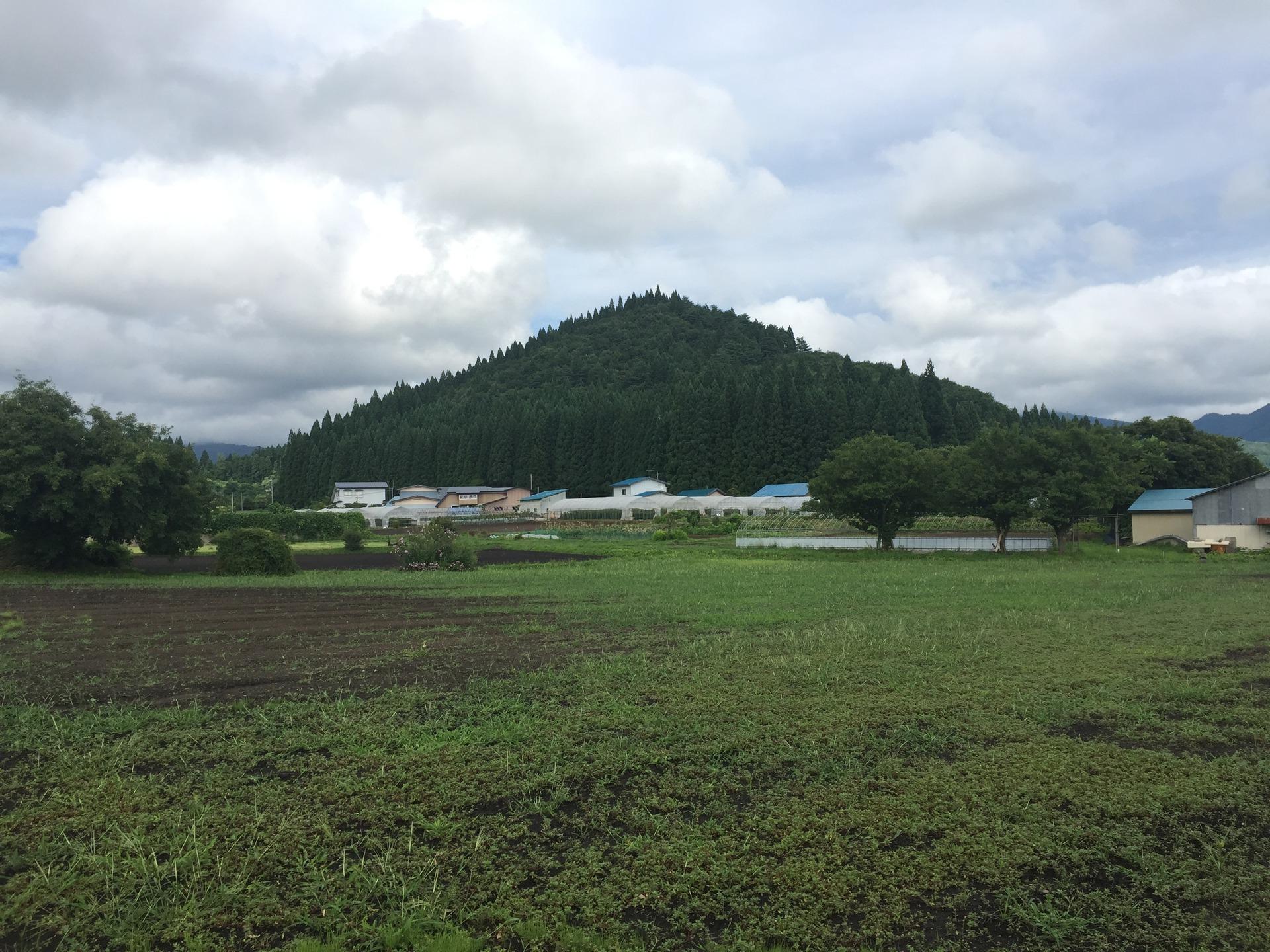 【黒又山(クロマンタ)】 「日本でもっとも美しいピラミッド」と言われる謎の山。龍蛇信仰