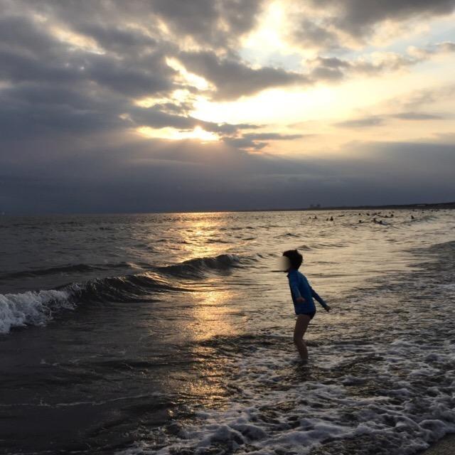 【9月初旬の片瀬海岸】 10月中頃まで、波打ち際で楽しめるかな?