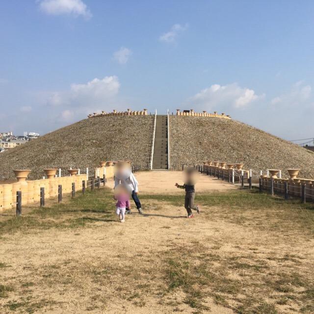 【五色塚古墳】 教科書にも載っている兵庫県最大の古墳で、パワースポット