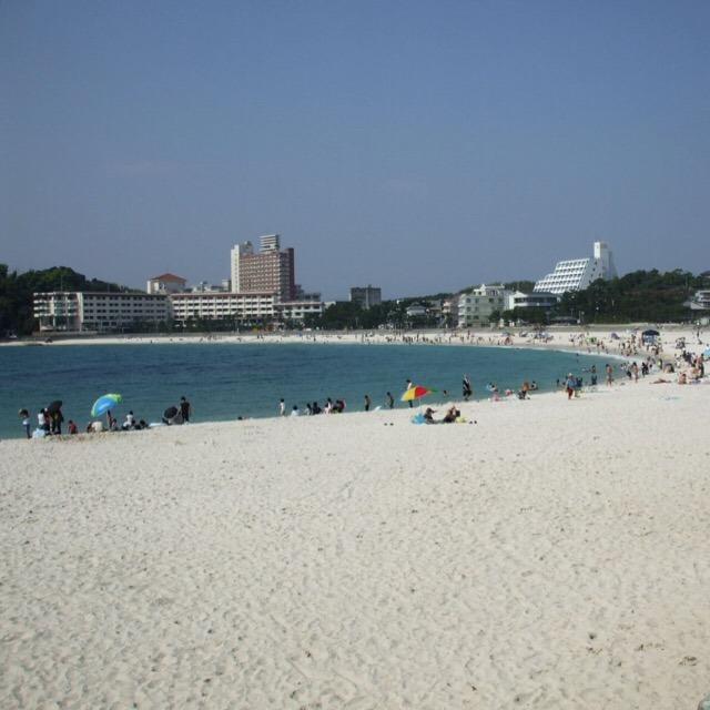 【白良浜(しららはま)と円月島】 ハワイのワイキキビーチよりも綺麗だと思う