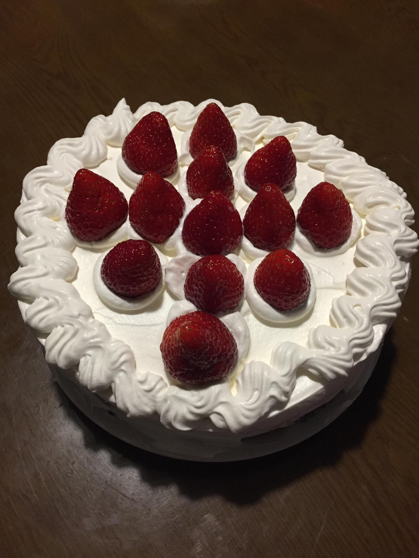【イチゴのショートケーキのレシピ】 クリスマスケーキは自分で作れば安い。生クリームを絞り袋に入れるコツ