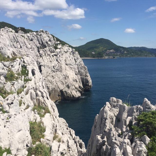 【白崎海洋公園】 古生代ペルム紀の石灰岩が見られる「日本のエーゲ海」