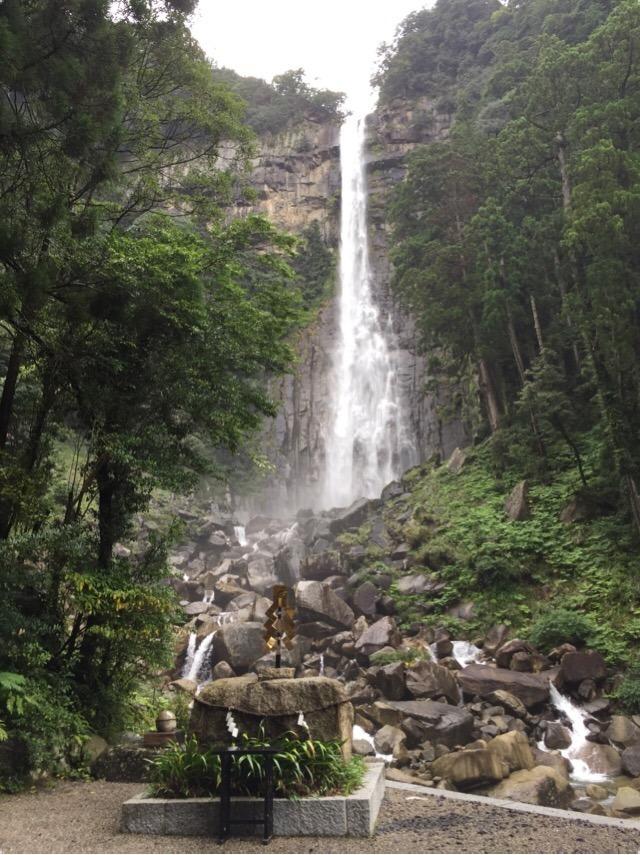 【熊野那智大社の別宮「飛瀧(ひろう)神社」と、御神体「那智大滝」】 日本三名瀑の一つ