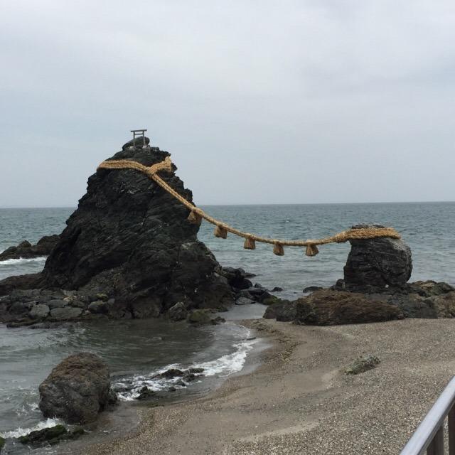 【二見興玉神社、夫婦岩】 三重県では、2番目に参拝者の多い神社