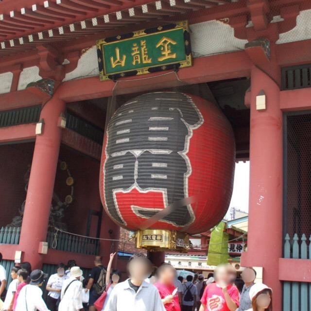 【金龍山 浅草寺】 江戸幕府の祈願所だった。東京都内最古の寺で、雷門前は記念撮影スポット!