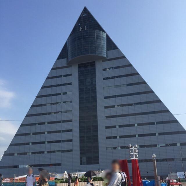 【青森県観光物産館 アスパム】 青森県内で一番高い建物で、津軽三味線ライブなどが楽しめる