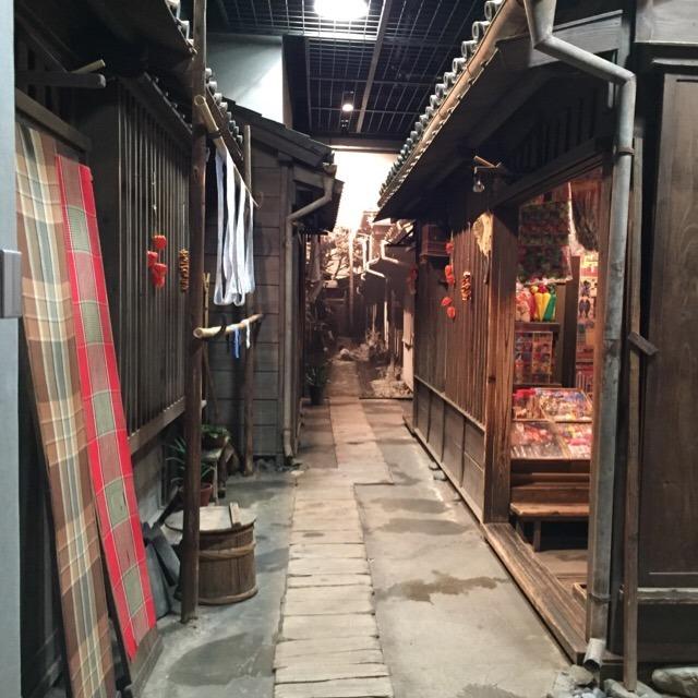 【下町風俗資料館】 昔の駄菓子屋さんで、良い写真が撮れる