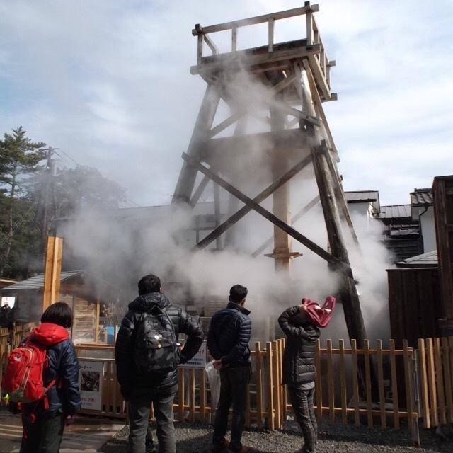 【峰温泉大噴湯】 30mほど吹き上がる自噴水! 温泉ゆでたまご作りがとっても楽しい