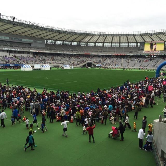 【味の素スタジアム 京王駅伝フェスティバル2015】 親子マラソンに参加し、キャラクター運動会で笑った