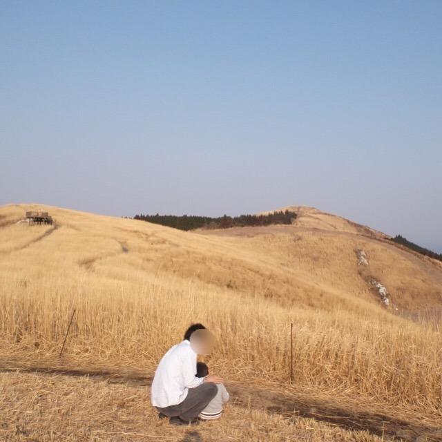 【生石高原】 ススキの名所で、弘法大師空海が護摩修行をした笠石がある