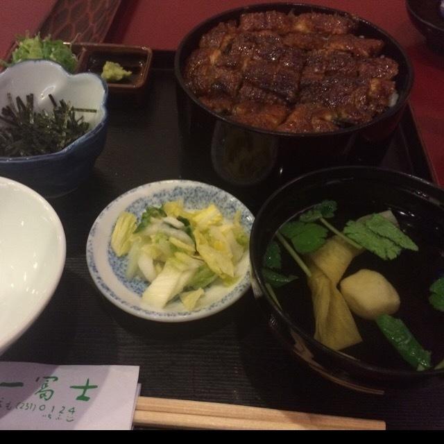 名古屋で食べたものと、買った土産。ゆかり、ういろうが美味しかった。