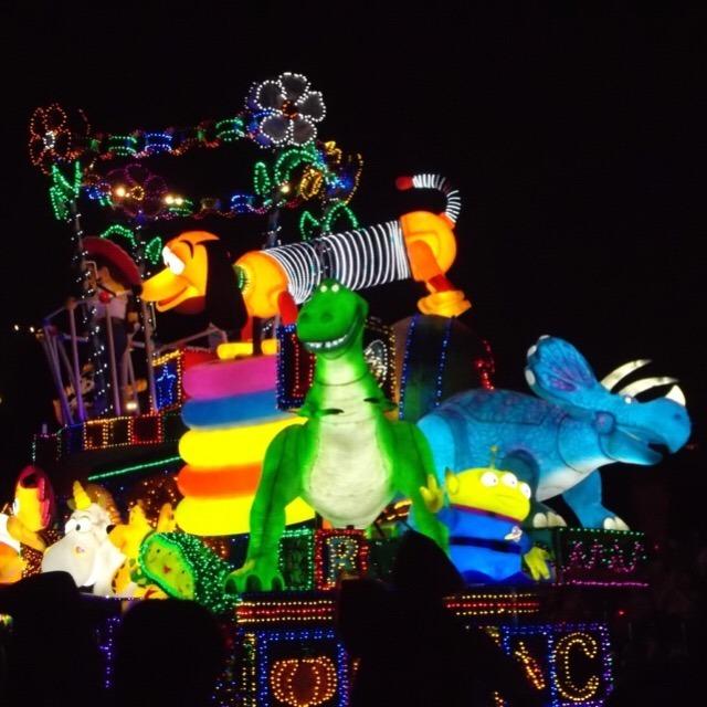 【東京ディズニーランド】 日本一のテーマパーク! エレクトリカルパレードは必見!