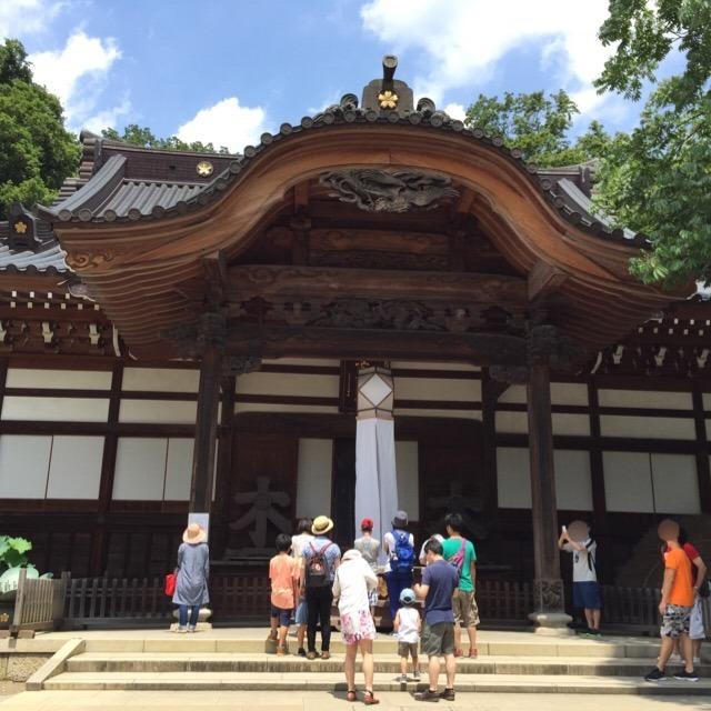【深大寺】 鬼灯祭り。深大寺は、東京都内で二番目に古いお寺で、国宝の仏像がある
