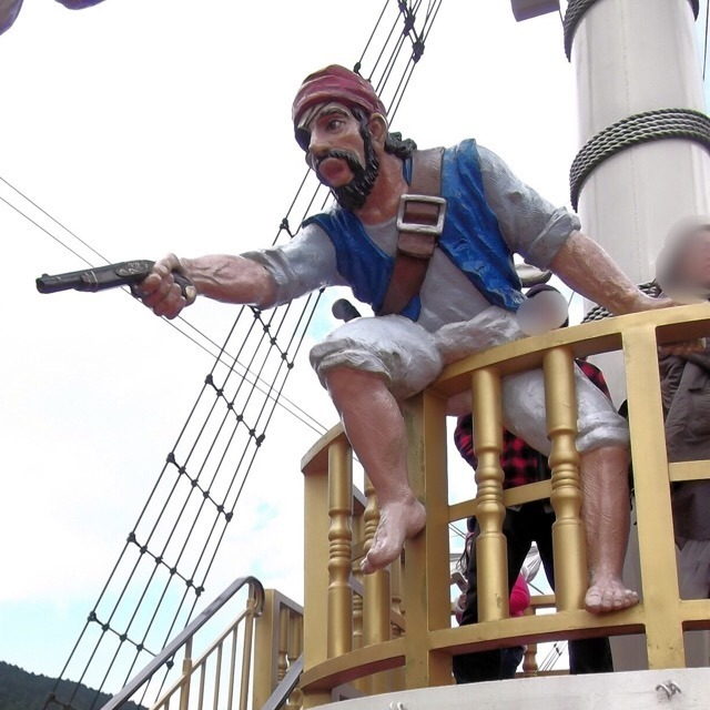 【芦ノ湖と、箱根海賊船】  箱根フリーパスがお得! ド派手な船に乗って芦ノ湖観光