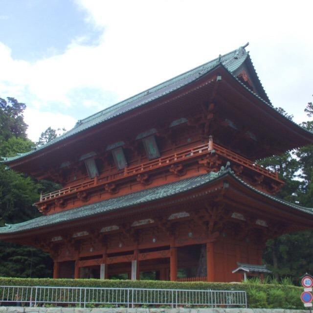 【高野山の総門「大門」】 高野山という山は無い。高野山名物、胡麻豆腐は独特的な味
