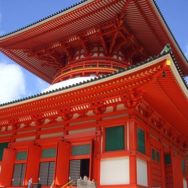 【壇上伽藍(だんじょうがらん)】 高野山の二大聖地で、シンボルの根本大塔がある