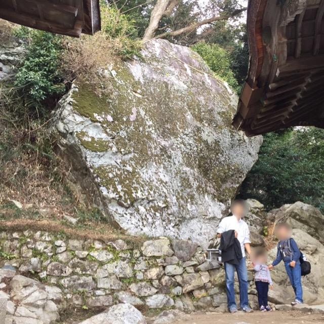 【日吉大社 奥宮】 牛尾宮遥拝所から片道30分の登山。金大巌(こがねのおおいわ)は美しい鏡岩だった!