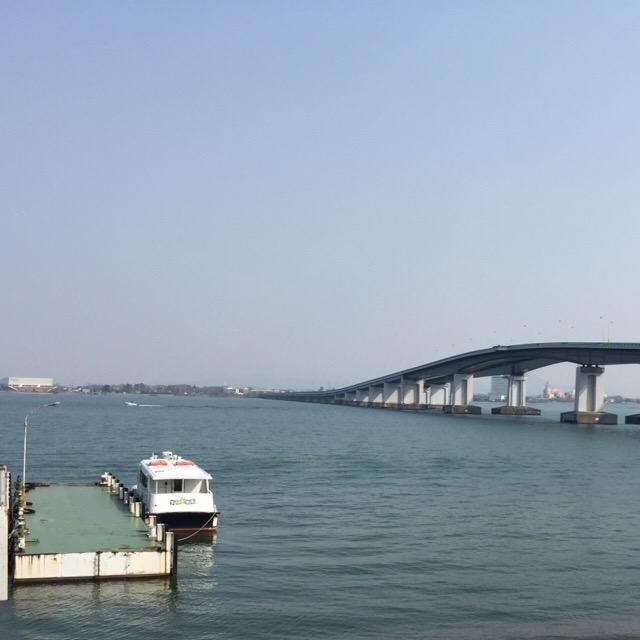 【道の駅 琵琶湖大橋米プラザ】 琵琶湖大橋と記念撮影。琵琶湖大橋にはメロディロードがある