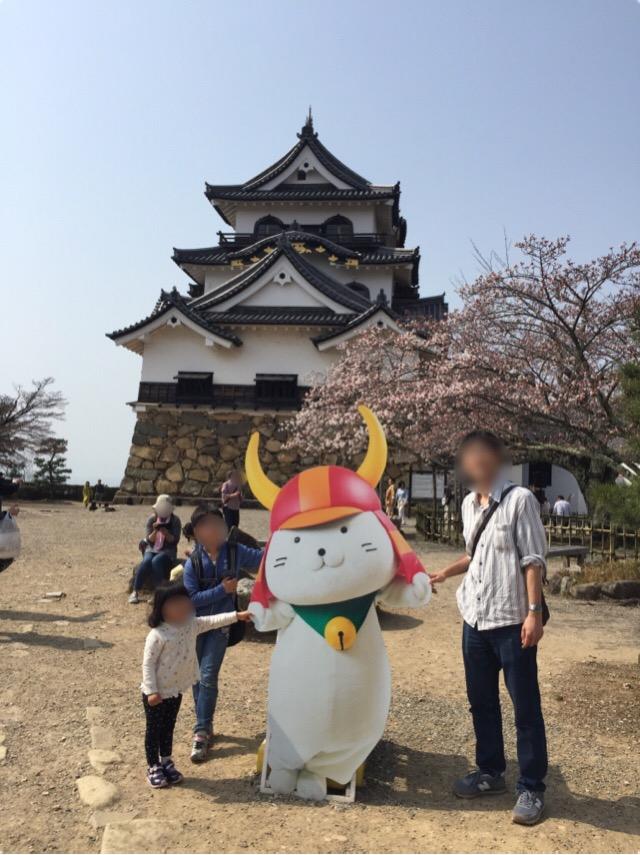 【彦根城】 全国に5つしかない国宝の天守の一つ。井伊直弼の居城だったけれども、「ひこにゃん」の方が有名