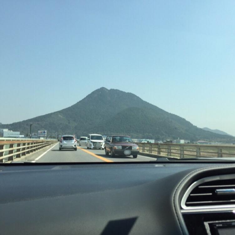【三上山、御上神社】 近江冨士とも言われる三上山はピラミッド?