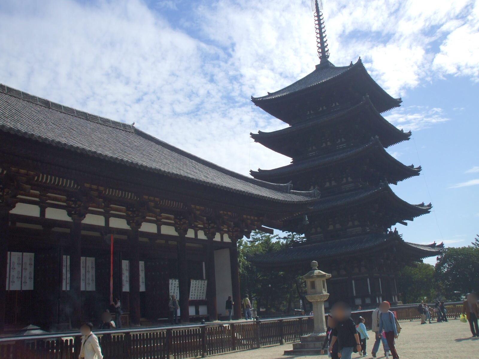 【奈良公園① 興福寺と猿沢池】 藤原氏の氏寺で、国宝の宝庫。猿沢池の七不思議とは・・・