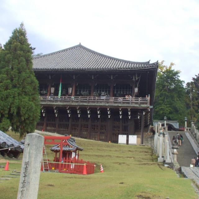 【奈良公園④ 東大寺二月堂】 奈良時代から続く「お水取り」で有名。三月堂、四月堂と一緒にまわり、茶粥をいただく