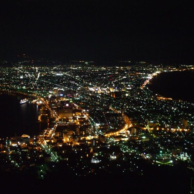 【函館山の夜景】 鳳凰の頭・函館山から、函館市街のキラキラを見下ろす。日本三大夜景の一つ