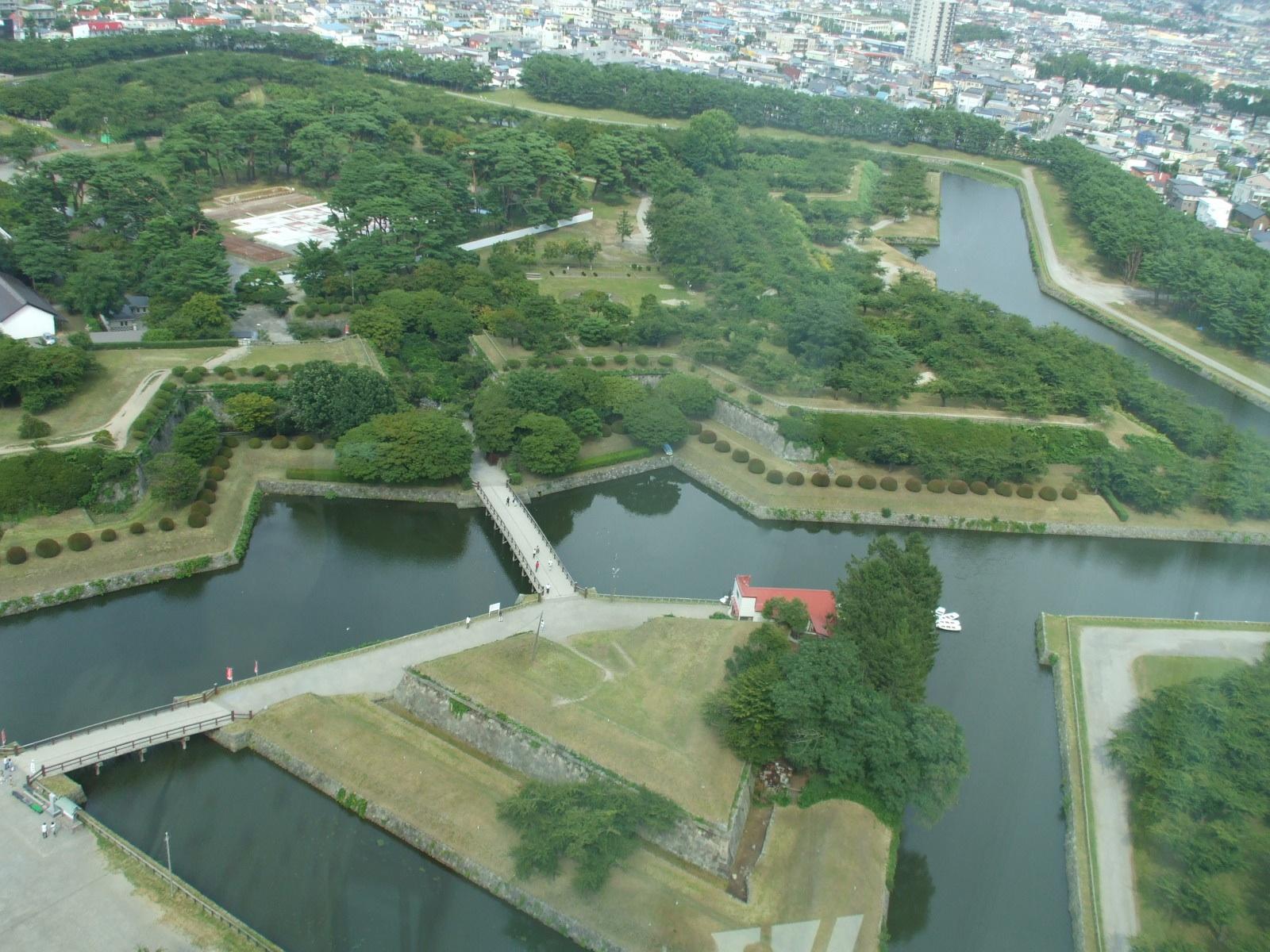 【五稜郭(ごりょうかく)】 五稜郭タワーから見る五芒星の要塞が美しい!  土方歳三が死んだ「函館戦争」の中心地