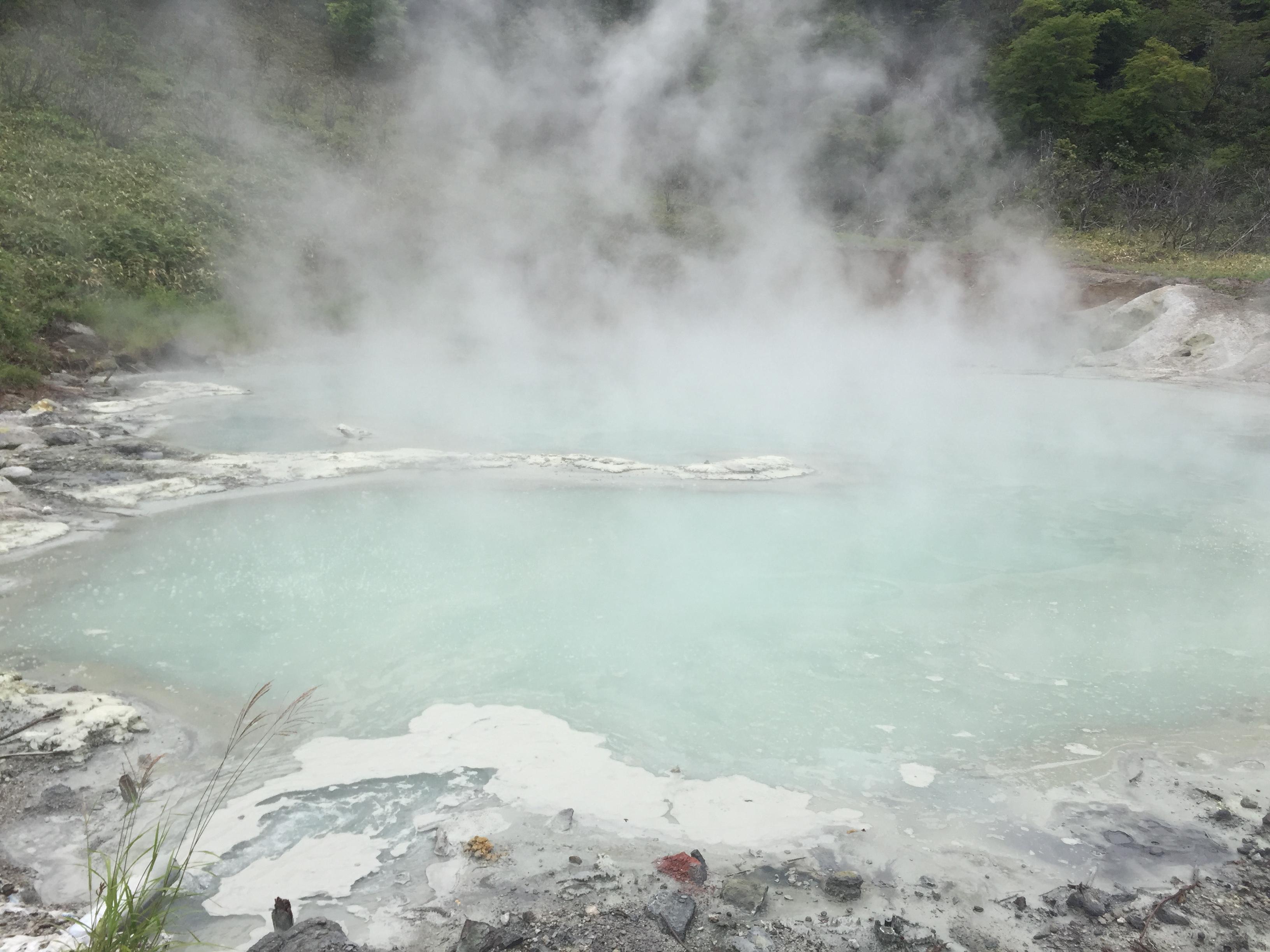 【登別温泉 大湯沼】 駐車場券が共通なので、登別温泉地獄谷とセットでまわりましょう! 火山ガスが強烈で臭い~!