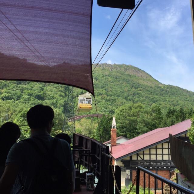 【有珠山ロープウェイ、昭和新山】 ロープウェイ麓駅の「火山村」で有珠山噴火の歴史を勉強をしてから、有珠山へ!