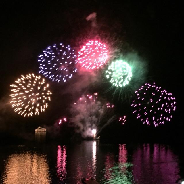 【早朝の洞爺湖と、洞爺湖ロングラン花火大会】4月末から10月末までの毎夜8:45から20分間の花火が見られる!