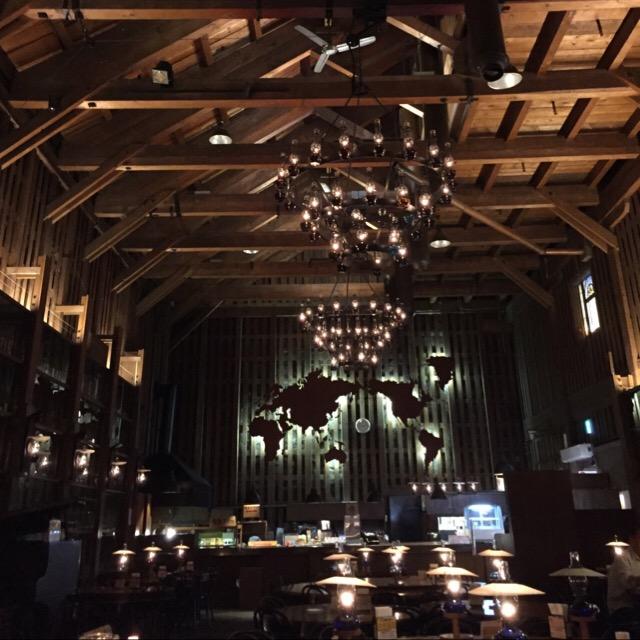 【北一硝子三号館(北一ホール)】 小樽観光にぜひ組み込んでほしい、オシャレなカフェ! 167個の石油ランプに火を灯す開店準備は必見!