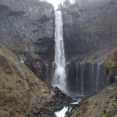 【中禅寺湖、華厳の滝】 大昔に男体山の噴火により作られた湖と滝。中禅寺湖は日本一標高の高い自然湖
