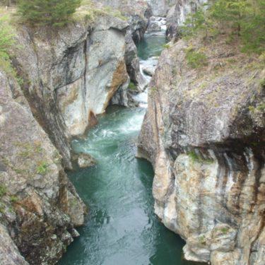 【龍王峡(りゅうおうきょう)】 「虹見橋」から「むささび橋」までの白龍峡ハイキングコースを、1時間半かけて歩く
