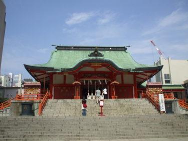 【花園神社(はなぞのじんじゃ)】 江戸幕府が開かれる前から祀られていた、新宿の総鎮守。商売繁盛の御利益あり